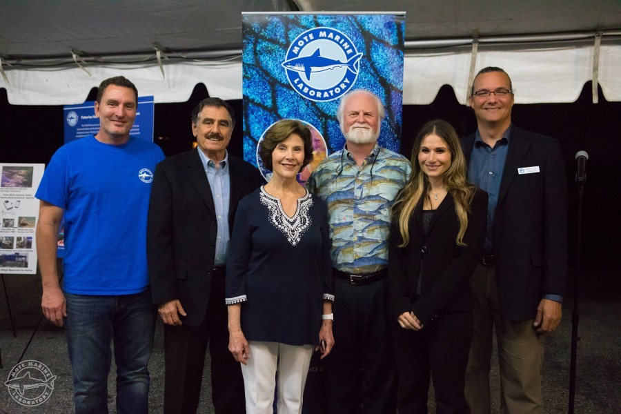 Mote scientists pose with former First Lady Laura Bush