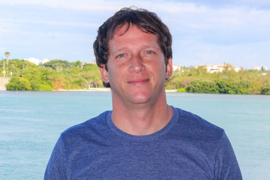 Mote welcomes octopus researcher interested in camouflage, stone crab interactions