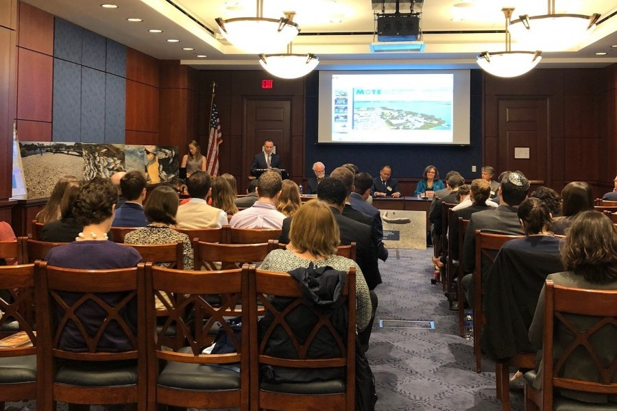 Mote President & CEO provides red tide information during a Capitol Hill briefing. Credit: Citizens' Climate Lobby