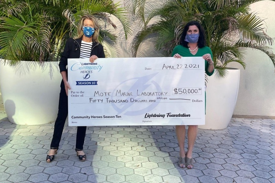 Mote Trustee Elizabeth Moore receives $50k for Mote from Tampa Bay Lightning Foundation