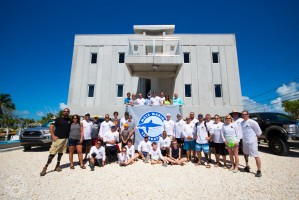 Mote scientists and volunteers from SCUBAnauts International and the Combat Wounded Veteran Challenge gather at IC2R3 during summer 2017. Credit: Conor Goulding/Mote Marine Laboratory
