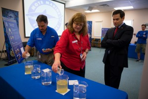 Mote Senior Scientists Dr. Pierce and Dr. Heil talk about red tide mitigation with Senator Rubio