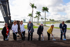 Manatee Board of County Commissioners join Mote Board Chairman Dr. Sam Seider and Mote President/CEO Dr. Michael P. Crosby to help break ground.